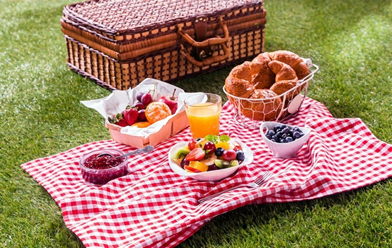 make a romantic picnic