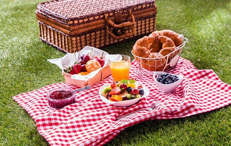make a romantic picnic